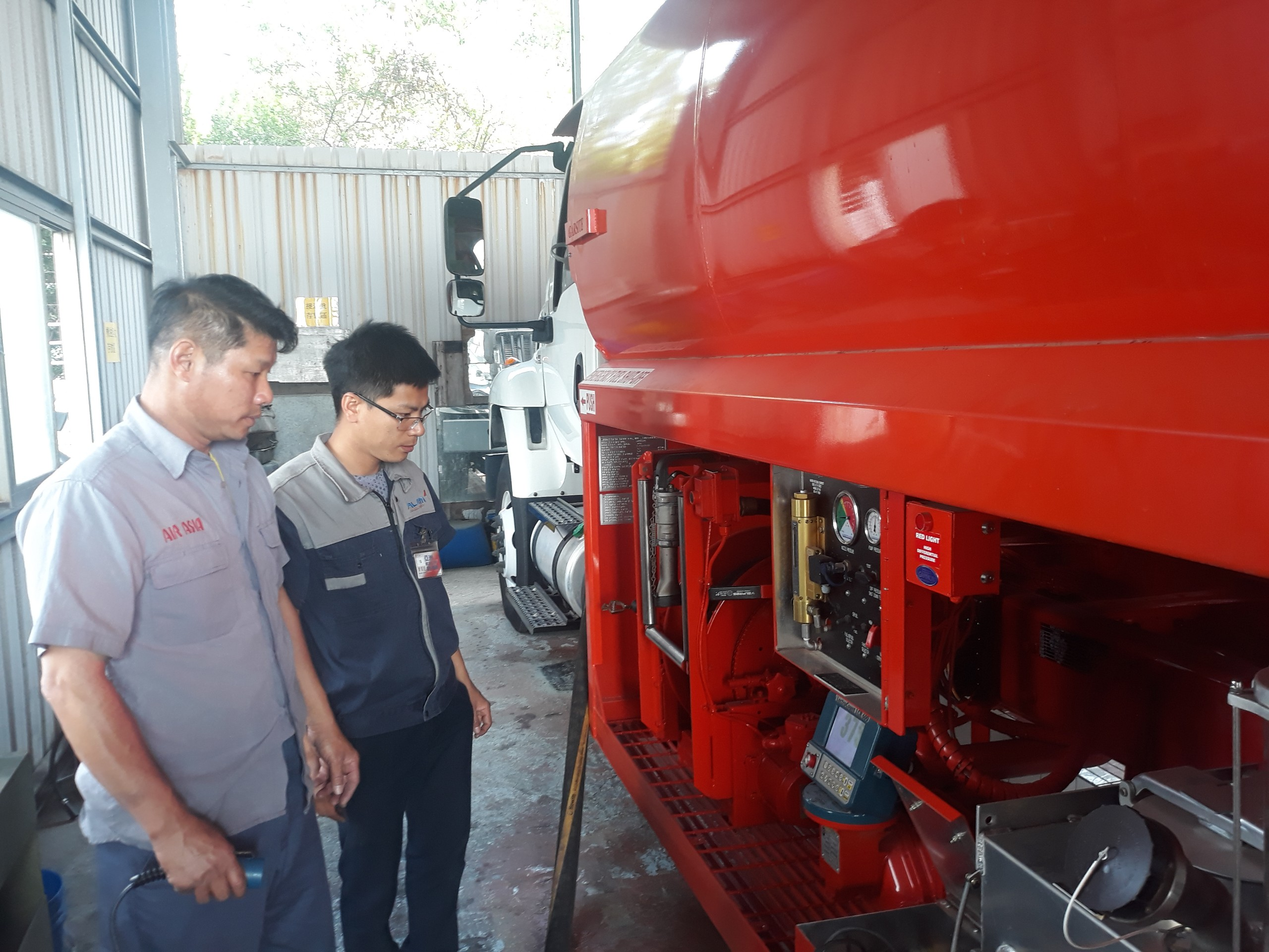 Warranty repairing Refuelers for Air Asia in Taiwan