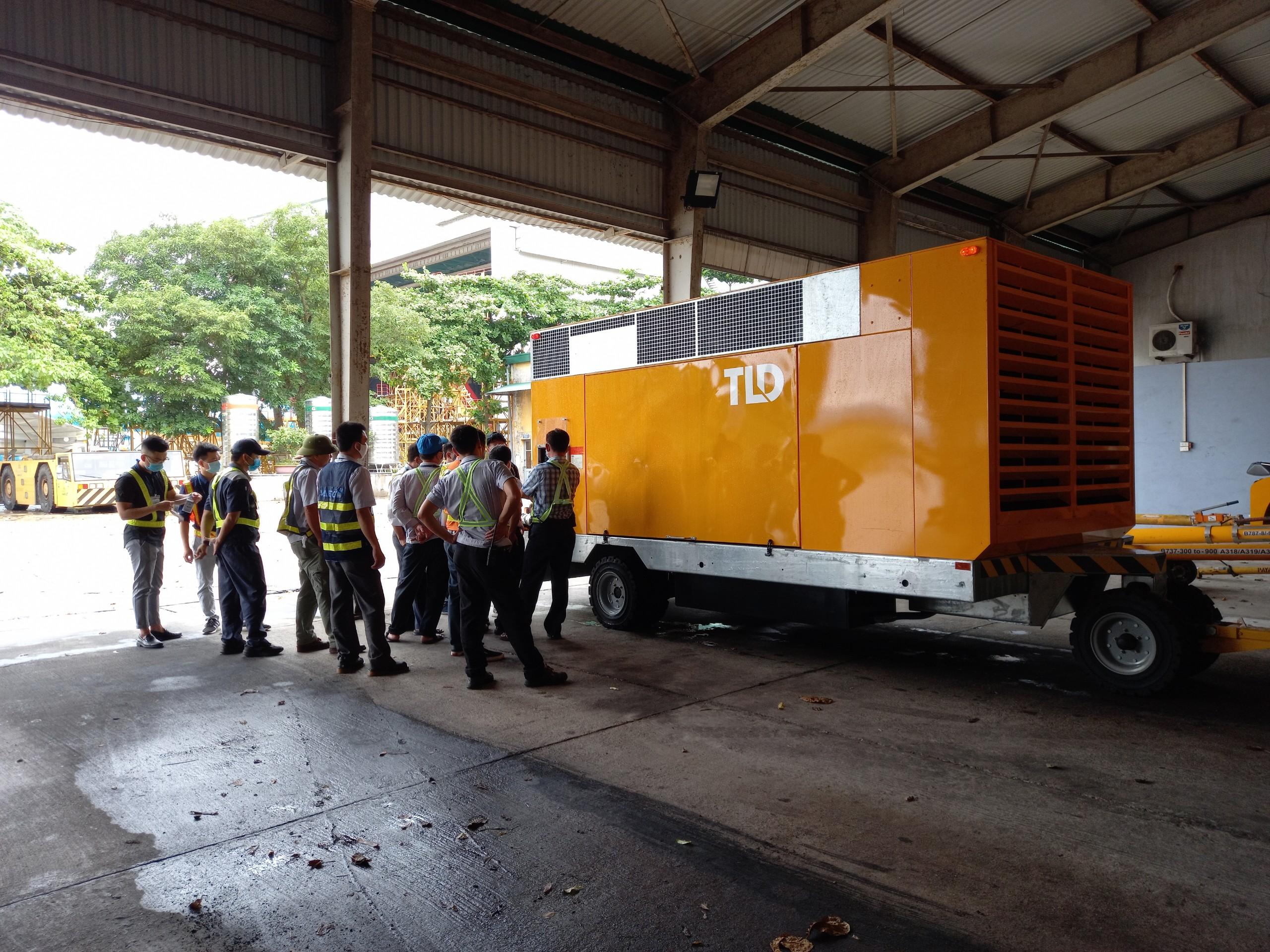 Bàn giao thiết bị cấp khí nóng ASU-600 -400-DDP cho VAECO tại sân bay Nội Bài